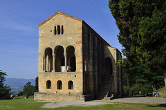 Santa Maria del Naranco (Txemari Roncero) Tags: asturias españa oviedo arquitectura arquitecture romanico prerromanico antiguo monumento iglesia paisaje landscape viajes
