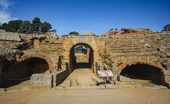 La oracion del gladiador (Nebelkuss) Tags: mérida anfiteatro amphitheatre gladiador gladiator puertas gates arena sands romanos romans roma fujixt1 samyang12f2 latino latin