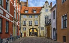 La porta svedese (Fil.ippo) Tags: riga latvia lettonia portasvedese swedishgate cityscape panorama architecture oldtown medieval medievale d610 nikon travel filippo filippobianchi