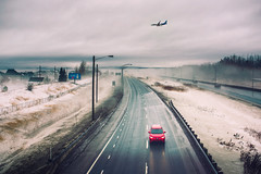 Hiver urbain (tad888) Tags: 200 mm f18 d750 city winter fog airplane car red rouge avion ville hiver