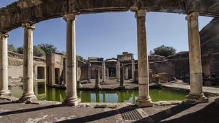 Tivoli : Villa Adriana - Teatro Marittimo - Visibile  il Portico Circolare - Il Canale -Il Peristilio