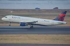 N366NW (LAXSPOTTER97) Tags: delta airbus a320200 a320 n366nw cn air lines 981 airport aviation airplane kpdx