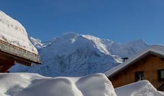Elle est bien venue... (J&S.) Tags: france hautesavoie montblanc montagne plateaudassy neige soleil chalet hiver plainejoux