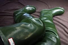 Best view in the house? (essex_mud_explorer) Tags: hunter coarsefisher green rubber thigh hip boots waders watstiefel cuissardes rubberboots thighboots thighwaders madeinscotland vintage gummistiefel rubberlaarzen bottes caoutchouc