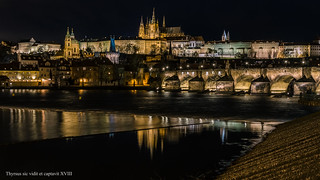 Prague skyline at night. Silueta nocturna de Praga