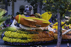 Cal Poly float (Thad Zajdowicz) Tags: zajdowicz pasadena california roseparade 2018 usa outdoor outside canon eos 5dmarkiii 5d3 digital dslr color colour festive availablelight lightroom ef70200mmf4lisusm people street urban float paradecolor yellow orange airplane garden