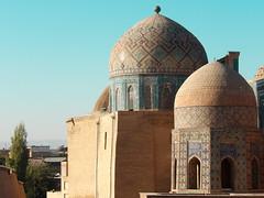 Le Shah-E-Zindeh, à Samarcande (Histoires de tongs) Tags: uzbekistan ouzbékistan tourdumonde travel trip roundtheworld adventure aventure voyage architecture découverte discover visite visit