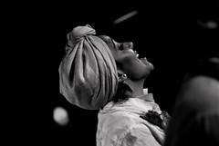 Foto- Arô Ribeiro -9294 (Arô Ribeiro) Tags: art blackwhitephotos photography laphotographie bw blackandwhite portrait música cantora sãopaulo pb nikond7000 thebestofnikon nikon arôribeiro brasil teatro