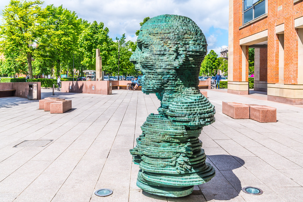 "THE SCULPTURE ""ECO"" BY MARK DIDOU [OUTSIDE THE NEW LIBRARY AT QUEEN'S UNIVERSITY IN BELFAST]-135532"