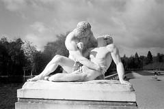 Parc du château de Rambouillet (Philippe_28) Tags: rambouillet château castle 78 yvelines iledefrance france europe statue sculpture