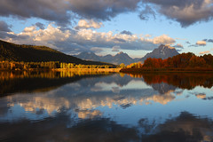 Fall Reflection at Oxbow Bend, Grand Teton National Park (Alfredo Trinidad) Tags: oxbowbend grandteton grandtetonnationalpark mygrandteton gtnp wyoming wy nationalpark landscape scenery clouds snakeriver river nationalparkphotography travel explore autumn fall fallfoliage reflection canon canonusa canoneos5dsr canonef2470mmf28liiusmlens gitzo arcaswiss