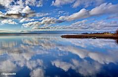 Spiegelung (garzer06) Tags: wolken spiegelung deutschland blau weis wasser boot schilf mecklenburgvorpommern landschaftsfoto landschaftsbild landscapephotography inselrügen naturphoto naturphotography insel naturfotografie rügen vorpommern vorpommernrügen naturfoto landschaftsfotografie wolkenhimmel