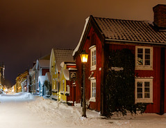 Nix in via (Explore) (Cajofavi) Tags: snow sky town house buildings lights night kalmar sweden 雪