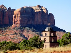 Highway Shot: Red Rocks & Saint Luke's Church, Sedona, AZ (classic_film) Tags: sedona arizona church city town southwest southwestern american usa unitedstates canon religion religious landmark architecture nature america americana road yavapaicounty oldwest history highway building old alt oll época classic clásico faith christian christianity historic rock color iglesia igreja irchlich kirche kerk gottesdienst godshuis église bedehuis chapel añejo desert mountain mountains
