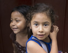 Sisters (klauslang99) Tags: klauslang streetphotography portrait people sisters panajachel guatemala