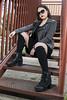 MODA 3 (Santos98___) Tags: moda exterior negro ramo blanco sombrero hat black gafas rojo cinta sneakers nike botas calzas elegante gris sala conferencias