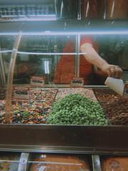 working (meeeeeeeeeel) Tags: iphoneography brazil brasil fauxfilm dark interior catch hand mão doces balas candies candy sweets mercadocentral minasgerais bh belohorizonte mercadocentraldebelohorizonte agranel dalgonaapp dalgona