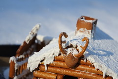 The gingerbread log cabin, detail (III) (dididumm) Tags: gingerbreadlogcabin christmas winter snow baking homemade selbstgemacht backen gebäck schnee weihnachten lebkuchenblockhaus lebkuchenblockhütte lebkuchen