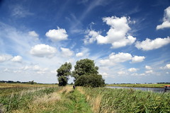 Tunnel (Worthing Wanderer) Tags: norfolk summer sunny cloudy water boats farmland august bure broads pathfinderguides path