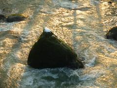 Spitze des Felsberges (Jörg Paul Kaspari) Tags: irrel dieprüm fliesgewässer eifel naturpark südeifel gewässerlandschaft flus river winter fels schneekoppe schneespitze felsberg rock