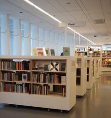 Poesia a l'Stadsbiblioteket på Götaplatsen (tgrauros) Tags: göteborg gothenburg konungariketsverige suècia sverige sweden stadsbiblioteketpågötaplatsen poesi poesia poetry gothenburgcitylibrary