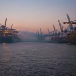 Just before sunrise - Waltershofer Hafen thumbnail