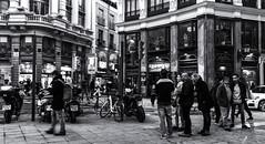 Madrid (michael_hamburg69) Tags: madrid comunidaddemadrid spanien es spain españa espagne man male people street photography strangers plazadecanalejas