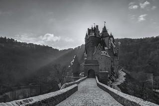 *Wintermorgen an der Burg Eltz*