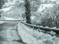 Subiendo a Pajares (AdriCostales) Tags: pajares nieve asturias carretera