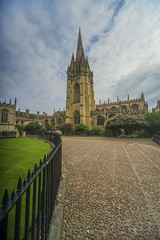 Oxford (y.mihov, Big Thanks for more than a million views) Tags: oxford city trespass travel tourist green garden grass way street stone church europe england englanduk uk sonyalpha sightseeing sigma 1224mm fence building architecture summer skyes clouds