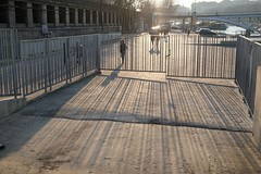 Seine-Paris-invalides-ombres-barrieres (fred.weg) Tags: seine paris quai inondation flood fence barrière dock river pont bridge sunreflection reflets soleil