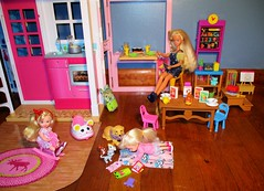 Ok kids have fun (flores272) Tags: skipper skipperdoll kellydoll barbiehouse barbiedoll barbie barbie2storyhouse barbiefurniture doll dolls toy toys