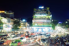 How Chaos Traffic Flow (勇 YoungAdventure) Tags: vietnam việtnam 越南 ベトナム 베트남 hanoi 河內 ハノイ 하노이 oldquarter traffic night mt