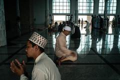 * (Sakulchai Sikitikul) Tags: street snap streetphotography songkhla sony a7s voigtlander 28mm thailand hatyai praying prayer pray muslim islam islamic masjid mosque ngc