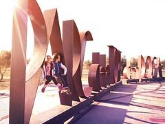 Parc De la Torre den Dolça (Pedroruben) Tags: enlight destello metal hierro letras dolça campo torre niños