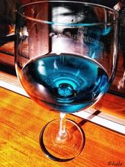 """El Vino """"Azul"""" de los sueños... (RESILIENTE-Photography) Tags: vino azul wine blue color copa glass cool colordelossueños"""