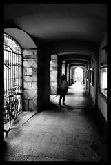 Lodi - A spasso sotto i portici (claudiobertolesi) Tags: portici biancoenero blackwhite people persone lodi lombardia 2017 italia sonyilce3000
