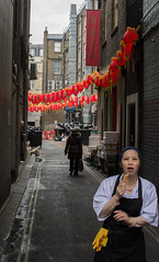 Surprised (Emeric Kouakou) Tags: people street chinese new year nouvel an chinois worker break pause eat manger surprise red city london londres
