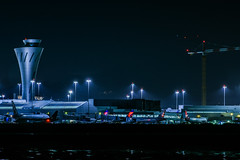 equipment delay (pbo31) Tags: bayarea california nikon d810 color black dark night february 2018 winter boury pbo31 sanfranciscointernational sfo sanmateocounty burlingame airport aviation airline flight travel terminal gate plane virginamerica airbus controltower delta construction crane