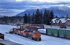 Clearing the Yard (Justin Franz) Tags: bnsf bnsfrailway montana whitefish railroad trains es44c4 jordanspreader