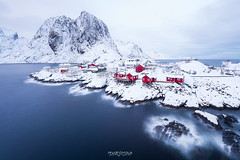 Hamnoy View (Rouz 29) Tags: norvege norway lofoten iles islands nordland hamnoy reine moskenes view vue typical typique rorbu rorbuer house maison poselongue longexposure winter hiver neige snow red rouge mountain mount montagne snowcapped blue bleu erwanleroux nikon nikkor marumi sirui nisi filters
