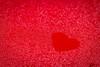 Das Herz am rechten fleck (sandygortol) Tags: flickrfriday myheartwillgoon red rot drops tropfen herz heart samsung nx 30 s1855csb wassertropfen waterdrop