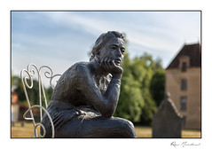 A quoi tu penses ? (Rémi Marchand) Tags: statue sculpture commarin châteaudecommarin canon5dmarkiii jeanmarcdepas femmeassise