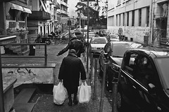 HeavyLife (lauttone1) Tags: life streetphotography street canoneos1dmarkiii nero bianco white black noir blanc bnw bn heavy buste shoppers old granny south sud campania italy italia ita sa salerno