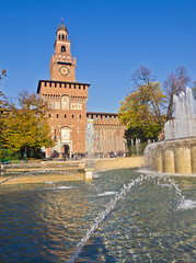 Brunnen / Fountain (schreibtnix on 'n off) Tags: reisen travelling italien italy mailand milan castellosforzesco mauer wall befestigung fortification tor gate brunnen fountain olympuse5 schreibtnix