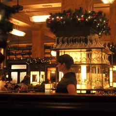 waitress, Balthazar, New York City, USA (Plan R) Tags: restaurant balthazar french newyork nyc indoor dark leica m 240 noctilux 50mm