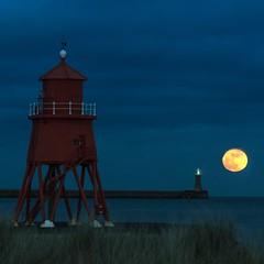 January's 2nd supermoon ! (Mark240590) Tags: southtyneside southshields uk england northeast nikon color colour red landscape seascape lighthouse supermoon moon