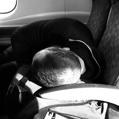 Cysgadur (Rhisiart Hincks) Tags: karrez karratu cèarnagach square sgwâr cearnógach trên traein train tren trena trèan diskuizhañ kousket gorffwys cysgu asleep sleeping resting blancinegre duagwyn gwennhadu dubhagusgeal dubhagusbán blackandwhite bw zuribeltz blancetnoir blackwhite monochrome unlliw blancoynegro zwartwit sortoghvid μαύροκαιάσπρο feketeésfehér juodairbalta melnsunbalts černýabílý czarnyibiały 黑与白 homme hombre dyn man gizon paotr male fear mec guy tattoo tatŵ