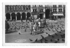 Venezia 1950 c. (27) (dindolina) Tags: fotografia photo blackandwhite bw biancoenero bovelli monochrome monocromo marialaviniabovelli family famiglia fifties vintage annicinquanta 1950s veneto venezia venice italy italia
