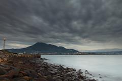 油車口 (Lavender0302) Tags: 夕陽 雲 燈塔 觀音山 油車口 沙崙 淡水 新北市 台灣 taiwan sunset clouds lighthouse